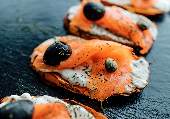 TOASTS OF SALMON IN EXTRA VIRGIN OLIVE OIL WITH TARTAR SAUCE