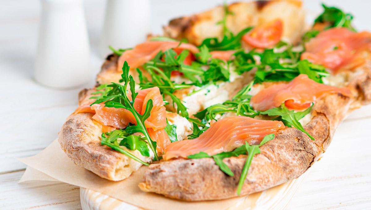 receta de pizza con salmon y rucula