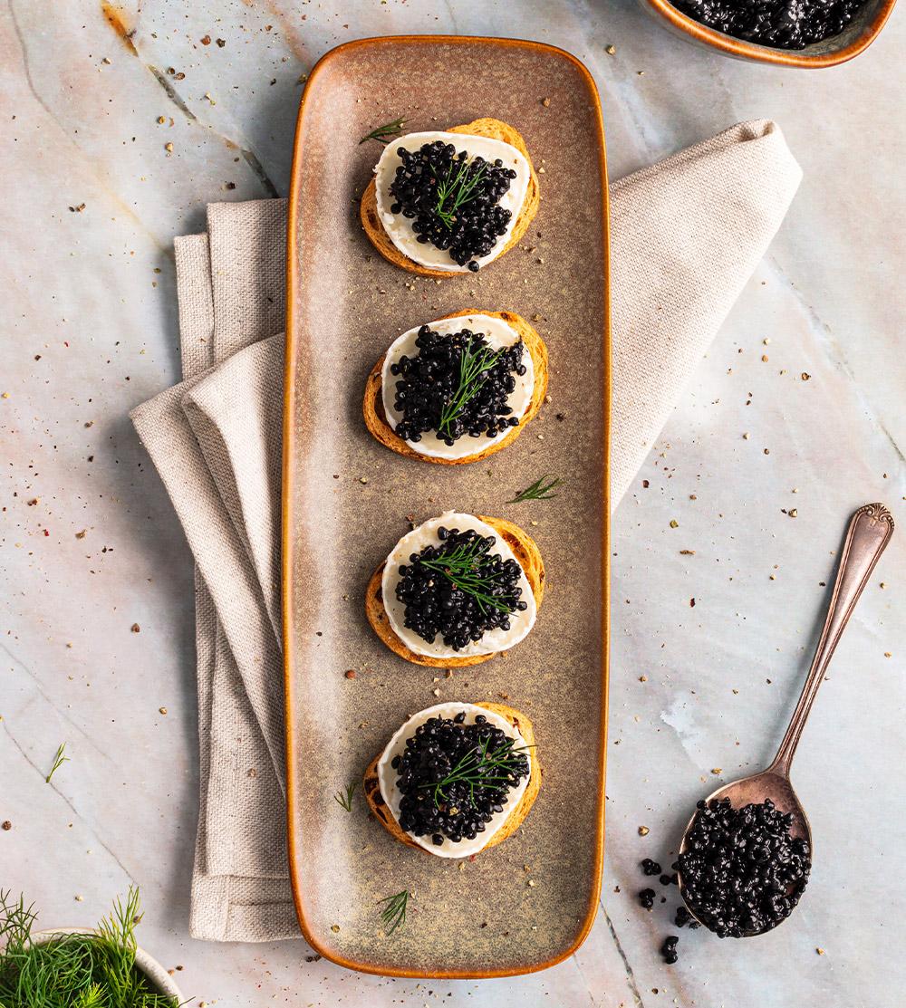 receta de Tostas de Caviar y queso de cabra