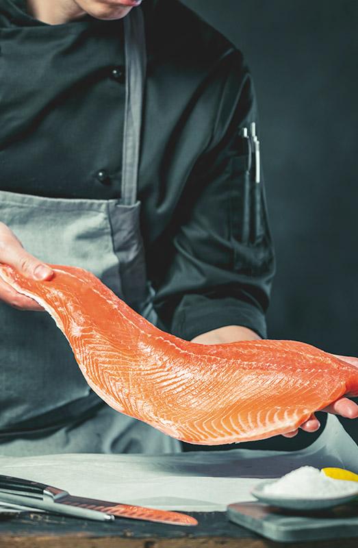 pieza de salmon fresco