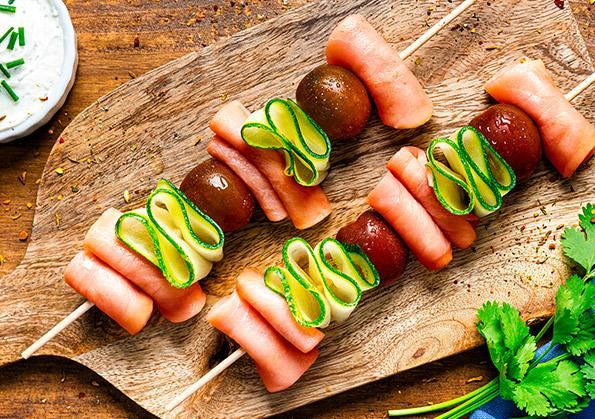 brochetas de salmon ahumado y verduras