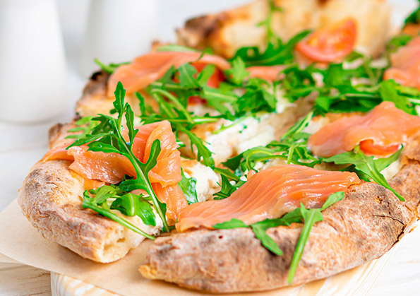receta de pizza con salmon noruego ahumado