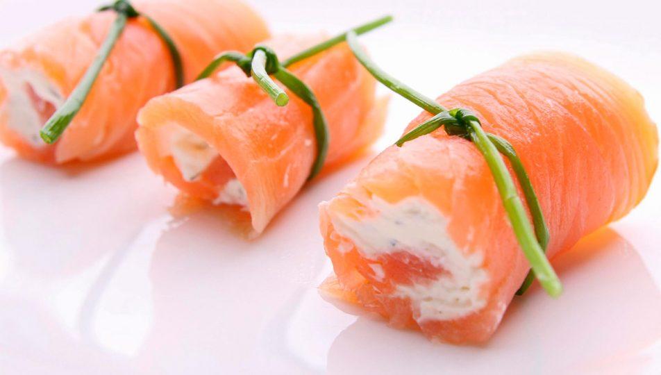 canapes de salmon ahumado con queso